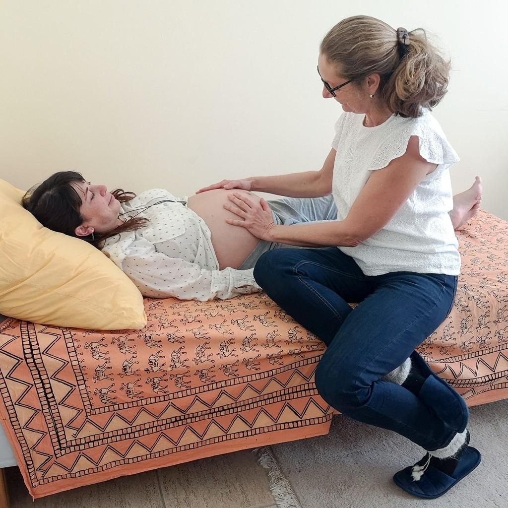 Foto: Christiane Ulrich, Christiane Ulrich untersucht Schwangere