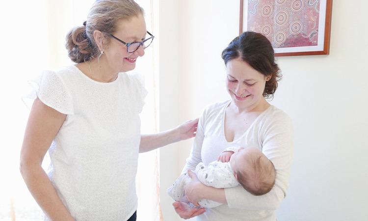 Foto Christiane Ulrich: Christiane Ulrich mit Mutter und Kind nach der Geburt